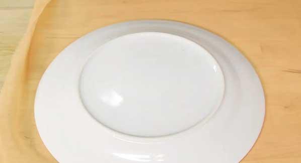 Draw Around Plate over the Chiffon Fabric