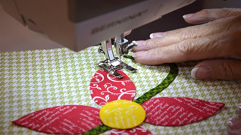 9 BEST Sewing Machines for Applique in 2021