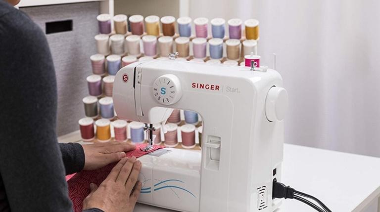 7 BEST Sewing Machines Under $200 in 2021