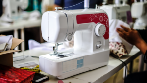 Read more about the article 5 BEST Sewing Machine Oils in 2021