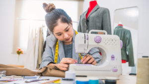 Read more about the article A Comprehensive Guide On Choosing The Right Sewing Machine