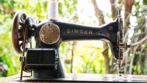 Read more about the article Polish A Vintage Singer Sewing Machine With These Easy Steps