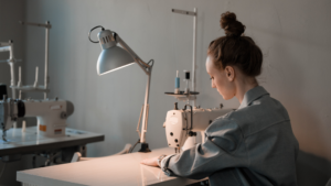 Read more about the article 5 BEST Lamps For Sewing in 2021
