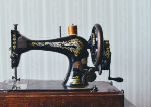 Read more about the article What Is a Treadle Sewing Machine: Parts, How It Works, And Brief History