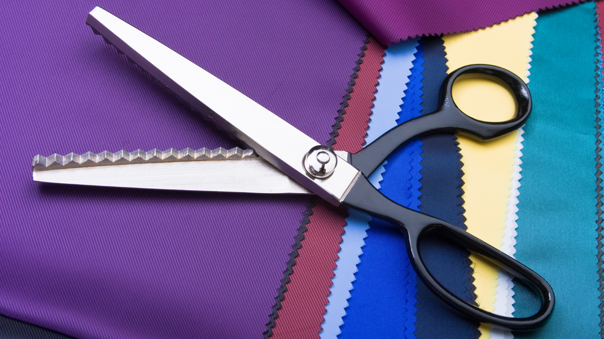 Read more about the article 8 BEST Sewing Scissors in 2021
